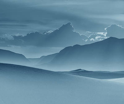 Evening Stillness - White Sands - Duvet In Blue Poster