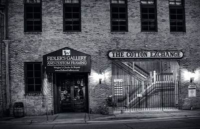 Fidlers Gallery And The Cotton Exchange In Black And White Poster by Greg Mimbs