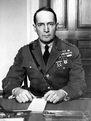General Douglas Macarthur, 1880-1964 Poster by Everett