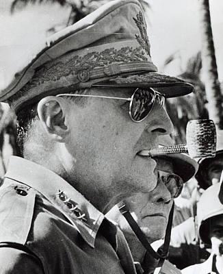 General Douglas Macarthur, 1944 Poster