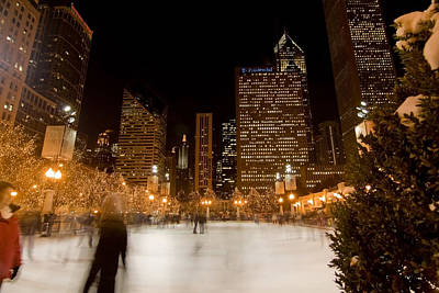 Ice Skaters And Chicago Skyline Poster
