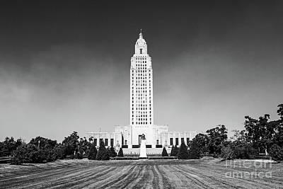 Louisiana State Capitol - Bw Poster