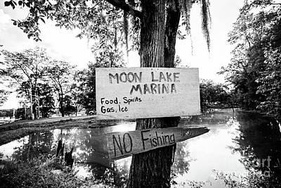 Moon Lake Marina Sign - Bw Poster