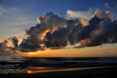 Nags Head Sunrise - C0942b Poster by Paul Lyndon Phillips