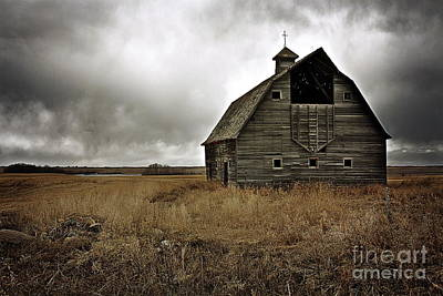 Old Barn Poster by Linda Bianic