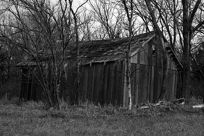 Old Maydale Barn - Black And White Poster