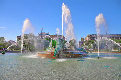 Poster featuring the photograph Philadelphia - Swann Fountain At Logan Square by Bill Cannon