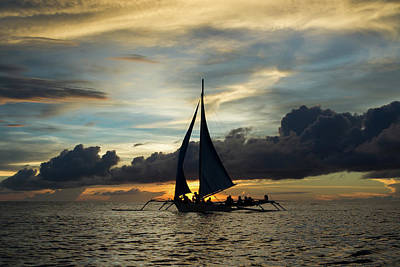 Sunset Sailing In Boracay Poster by John Janicki