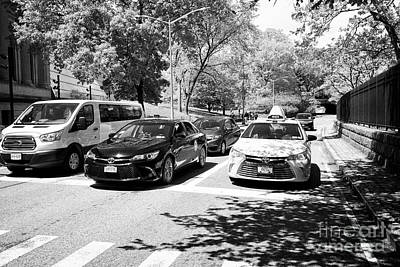 taxi and cars on transverse road through central park west 86th street New York City  Poster