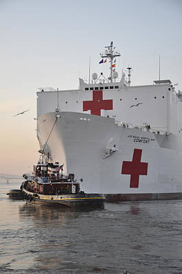 The Hospital Ship Usns Comfort Departs Poster by Stocktrek Images