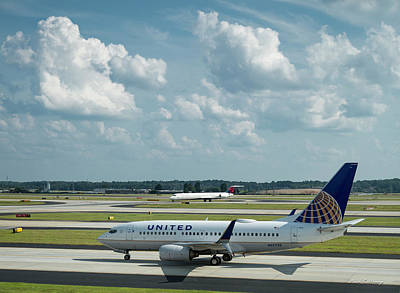 The Taxiway United Airlines Airplane N27733 Boeing 737-724 Art Poster
