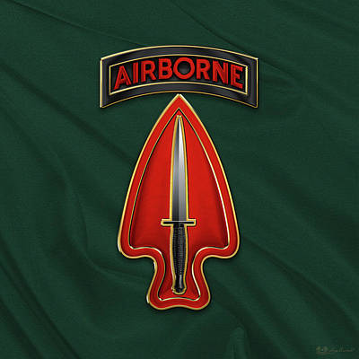 U. S.  Army Special Operations Command  -  U S A S O C    C S I B Over Green Berets Felt Poster