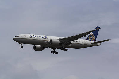 United Airlines Boeing 777 Poster
