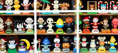 Bobbleheads In Store Window In Schroon Lake Ny In Adirondacks Poster