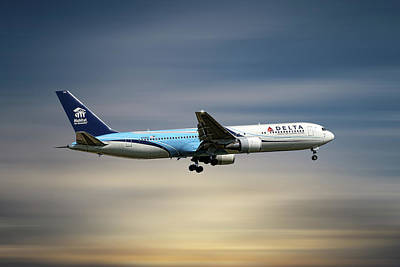 Designs Similar to Delta Air Lines Boeing 767-332
