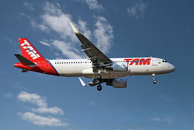Designs Similar to Latam Brasil Airbus A320-214