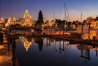 Photograph - Victoria Parliament Building by night by Rainer and Simone Hoffmann