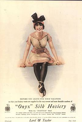 1915 1910s Usa Onyx Silk Stockings Art Print by The Advertising Archives