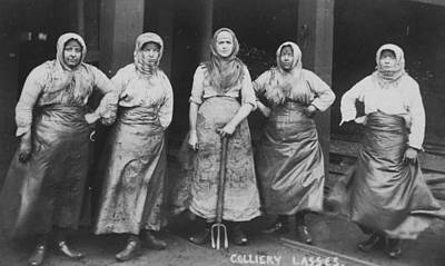 'colliery Lasses' Of Wigan Art Print by Mary Evans Picture Library
