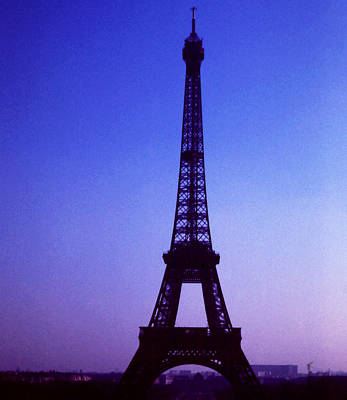 Photograph -  La Tour D'eiffel by Robert  Rodvik