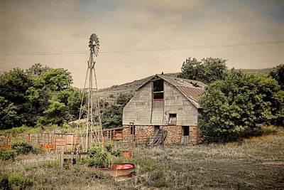 Old Barn Along Hyway 14 Art Print by Chris Harris