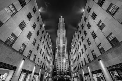 Fountain Wall Art - Photograph -  Rockefeller Center - New York - Usa 2 by Larry Marshall