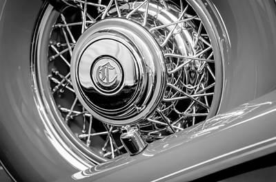 Photograph - 1931 Chrysler Cg Imperial Dual Cowl Phaeton Spare Tire Emblem by Jill Reger