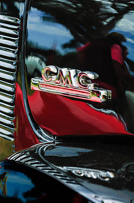 Photograph - 1952 Gmc Suburban Emblem by Jill Reger