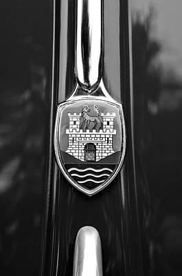 1952 Volkswagen Vw Emblem Art Print