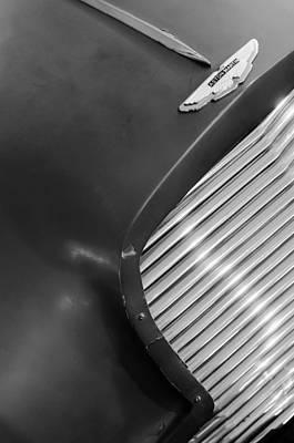 Aston Martin Db2 Photograph - 1953 Aston Martin Db2 Vantage Drophead Coupe Grille Emblem by Jill Reger