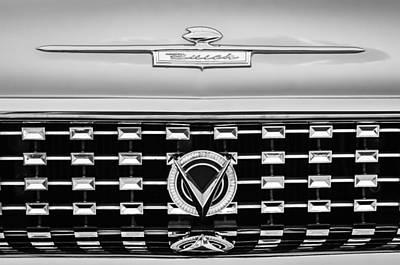 Buick Emblem Photograph - 1959 Buick Lesabre Hood Emblem by Jill Reger