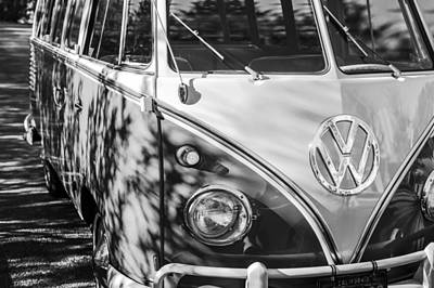 23 Photograph - 1961 Volkswagen Vw 23-window Deluxe Station Wagon Emblem by Jill Reger