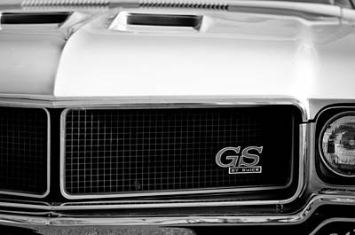 Buick Grill Photograph - 1970 Buick Gs Grille Emblem by Jill Reger