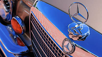 Photograph - 1971 Mercedes-benz 280se 3.5 Cabriolet Hood Ornament - Grille Emblem by Jill Reger