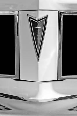 1977 Photograph - 1977 Pontiac Can Am Emblem by Jill Reger