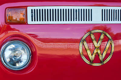 Bus Photograph - 1978 Volkswagen Vw Transporter Bus Grille Emblem by Jill Reger