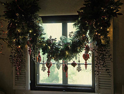 Photograph - A Christmas Window by Laurie Perry