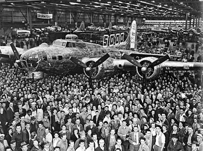 B-17 Wall Art - Photograph - 5,000th Boeing B-17 Built by Underwood Archives