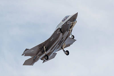 Joint Strike Fighter Photograph - A U.s. Marine Corps F-35b Aircraft by Rob Edgcumbe