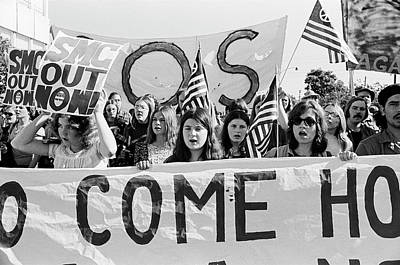 Photograph - Anti Vietnam War Demonstration by Underwood Archives Adler