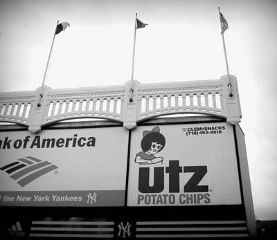 New York Yankees Photograph - Black And White Utz Sign by Aurelio Zucco