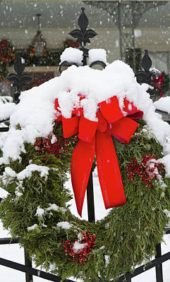 Huntsville Wall Art - Photograph - Christmas Wreaths And A Rare Holiday by William Sutton