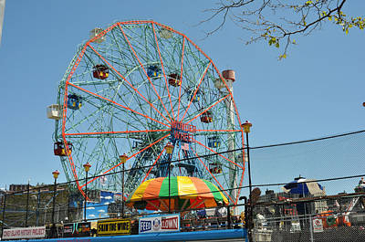 Photograph - Coney Island Wonder Wheel by Diane Lent