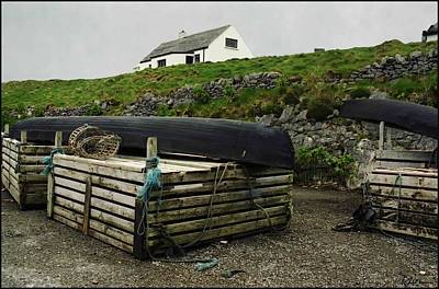 Currach Photograph - Cottage And Currach by Peggy Dietz
