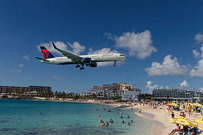Delta Air Lines Landing At St Maarten Art Print by David Gleeson