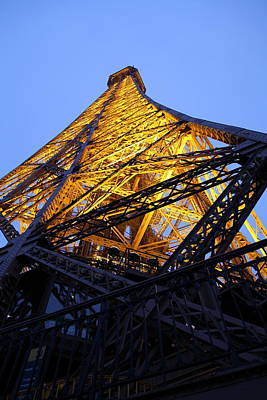 Eiffel Tower - Paris France - 01134 Art Print