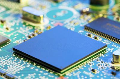 Electronics Photograph - Electronic Printed Circuit Board by Wladimir Bulgar