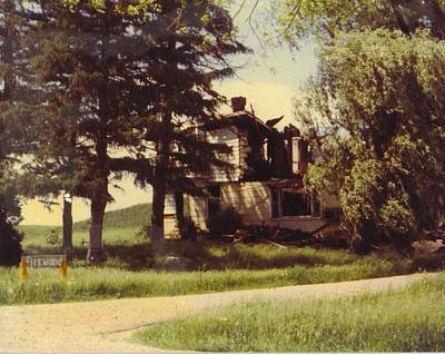 Michigan Farmhouse Photograph - Farmhouse Landscape by Robert Floyd