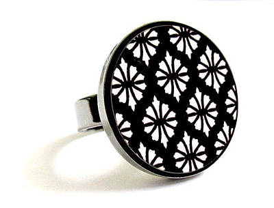 Perspex Jewelry Jewelry - Flowers In Black And White Ring by Rony Bank