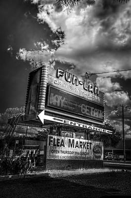 Drive-in Photograph - Fun-lan by Marvin Spates